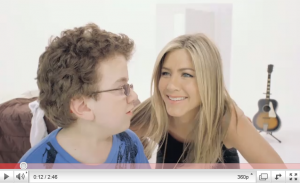 Jennifer Aniston och YouTube-fenomenet Beener Keekee i Smartwaters reklam